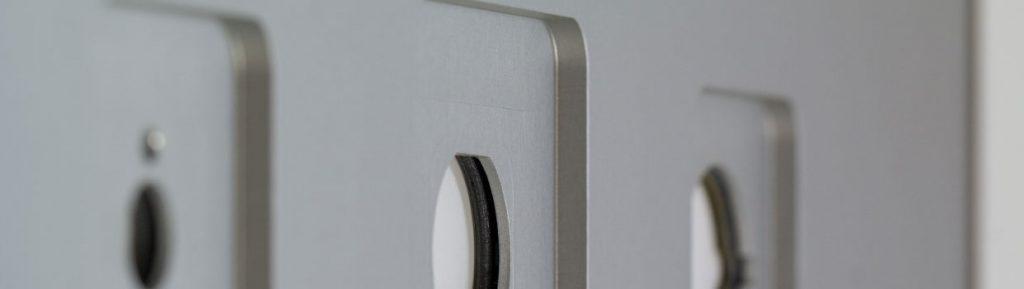 gefraeste-eloxierte-aluminium-traegerplatte-mit-gebolzten-schrauben