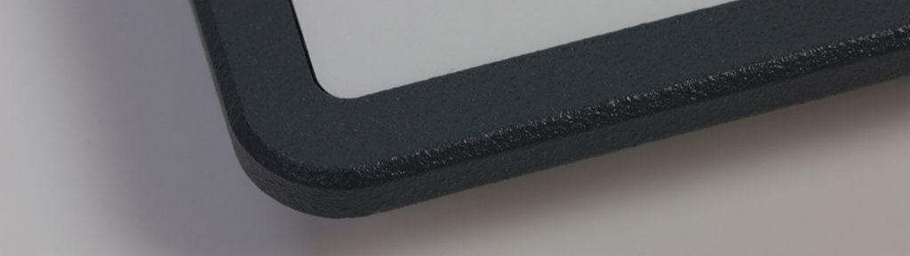 gefraeste-und-gepulverte-aluminium-traegerplatte-mit-gebolzten-schrauben