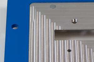 gefräste farbig gepulverte Aluminium Trägerplatte mit Einpresselementen
